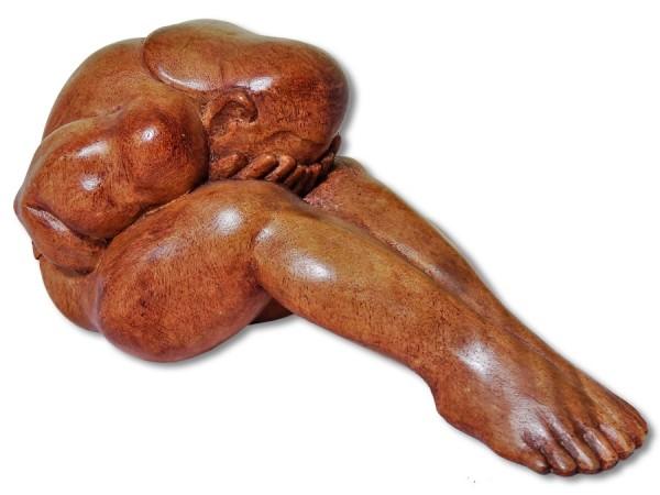 Yogi sitzend mit gestreckten Beinen